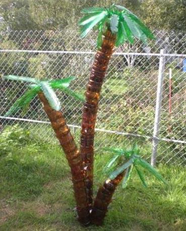 Пальма в саду