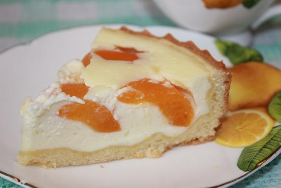 творожный пирог с абрикосами кусок