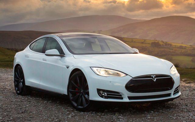 электрамабіль Tesla