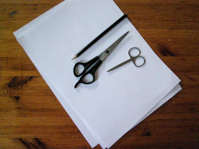 Инструменты необходимые для изготовления снежинки из бумаги