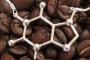 В каком из напитков содержится больше кофеина?