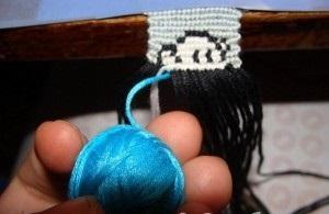 Вводим голубую нитку