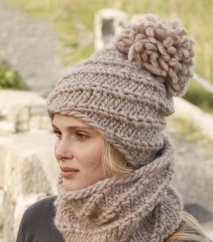 Вяжем зимнюю женскую шапку с помпоном