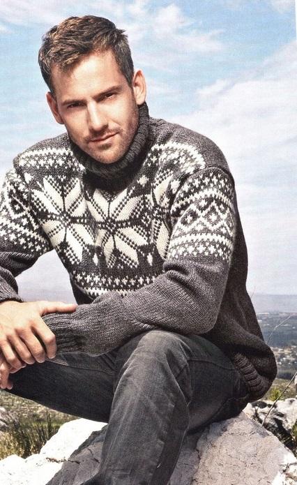 Мужской свитер, связанный спицами с орнаментом